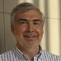 Fernando Castro Lavín, profesor de Contabilidad Básica del Programa de Bachillerato.