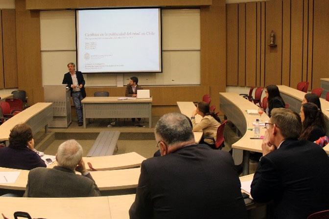 Profesores de diversas universidades expusieron sus temas de investigación durante la jornada organizada por FCom.