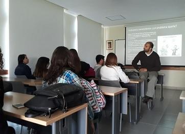 http://www.uandes.cl/noticias/finalizo-la-primera-version-del-curso-de-analisis-migratorio.html