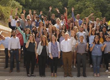 http://www.uandes.cl/noticias/cerca-de-120-alumnos-chilenos-y-extranjeros-cursan-programas-sobre-cultura-y-economia-chilena-y-latinoamericana-en-la-uandes.html