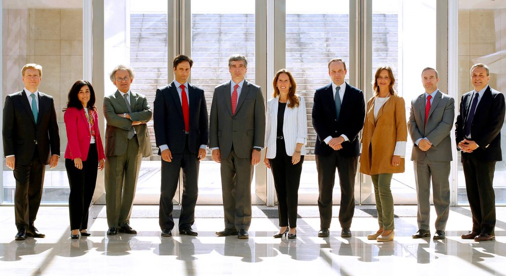 Matías Vial, University Relations Vice President; Cristina Errázuriz, Communications Vice President; Manuel José Vial, Adviser; Luis Alejandro Silva, Research and Postgraduate Vice President; José Antonio Guzmán, President; Pilar Ureta, Secretary General; José Miguel Simian, Academic Vice President; María Teresa Correa, Adviser; Francisco Javier Lavín, Students and Alumni Vice President; Alejandro Gutiérrez, Economic Vice President.