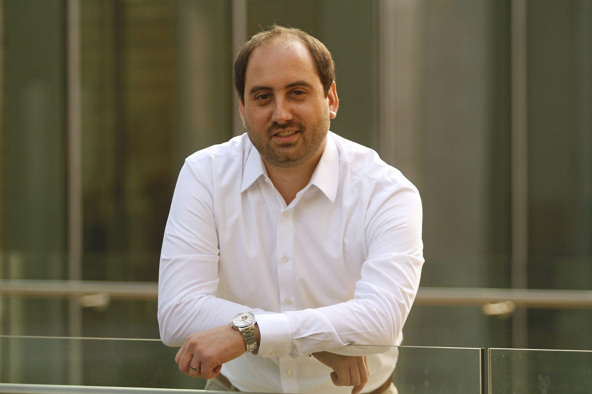 El profesor Rodrigo Astroza