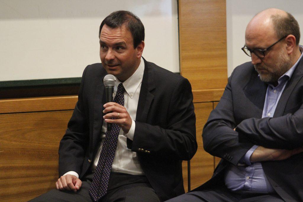 """Cristián Rodriguez, director editorial de Pauta en el seminario en el seminario """"Medios de comunicación en tiempos de crisis"""" realizado durante 2019."""