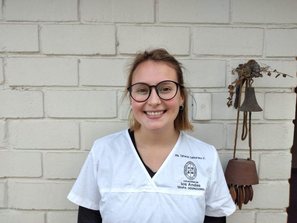 alumna-terapia-ocupacional-voluntariado-oispital-UC
